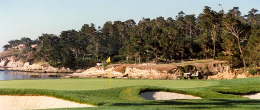golfbaan met gele vlag!